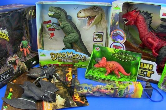Fantastic present gift idea Childs Green Dinosaur plastic hand puppet A love dinosaur toy