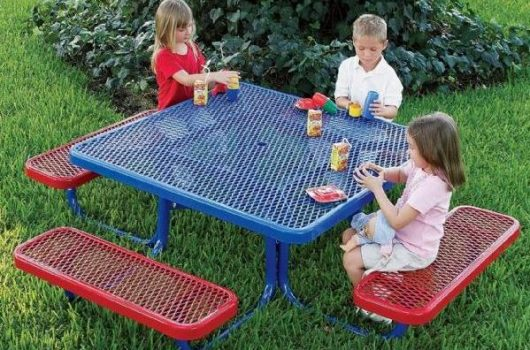 Best Picnic Tables for Kids 2020